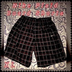 🛍5/$25🛍NWOT Nike Red Plaid Board Shorts, Size XL